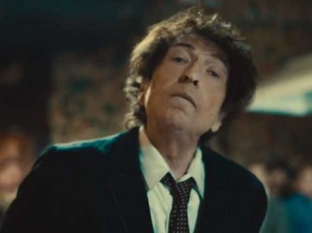 Bob Dylan urges Superbowl viewers to 'buy American', in a commercial for Chrysler