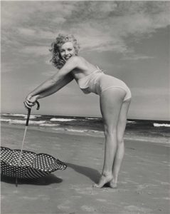 Marilyn on Tobey Beach, NY, 1949. Photo by Andre de Dienes