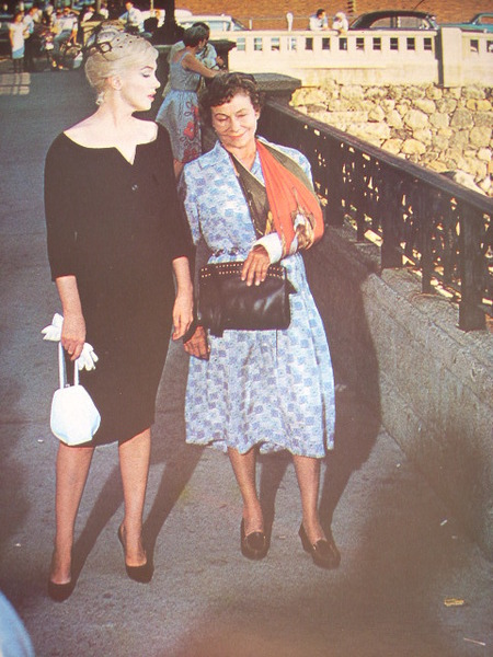 Marilyn and Thelma Ritter filming 'The Misfits' on Virginia Street Bridge, Reno