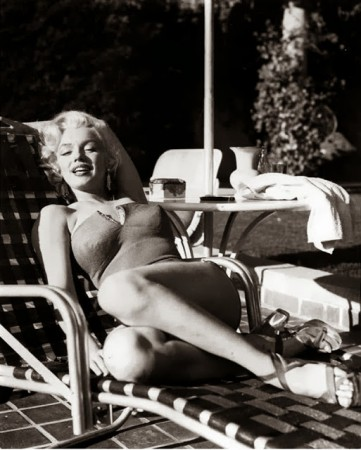 Marilyn Monroe's Photoshoots by Harold Lloyd in 1953 (7)