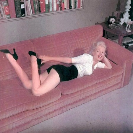 Marilyn photographed by Bob Beerman at her Doheny Drive apartment in 1953