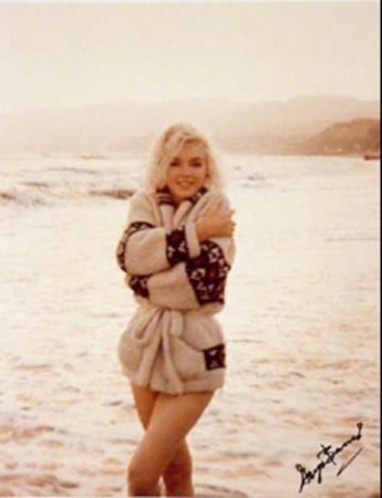 Marilyn photographed on Santa Monica Beach by George Barris, 1962