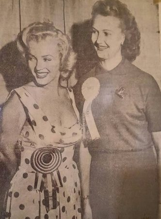 Marilyn with Carol Koontz, 1952