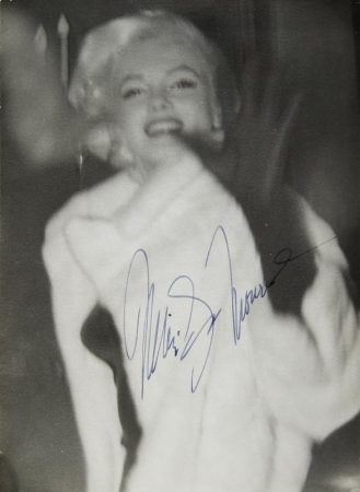 Signed photo of Marilyn in New York, 1955